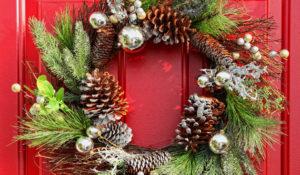 Kerstkrans maken met materialen uit eigen tuin