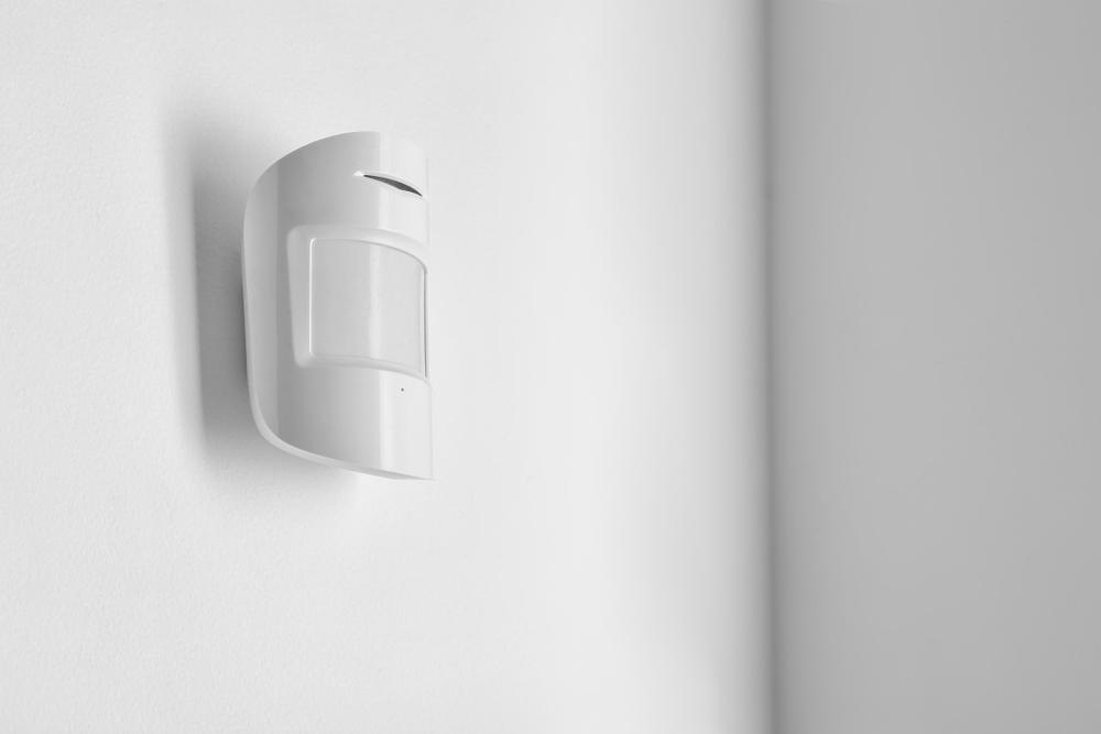 op verlichting besparen met een bewegingssensor
