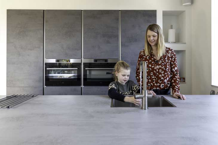 Binnenkijken duurzame woning in Joure keuken