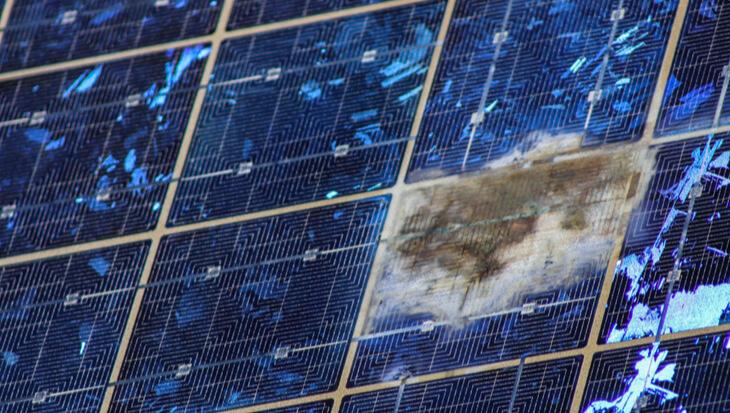 Schade zonnepanelen door brand
